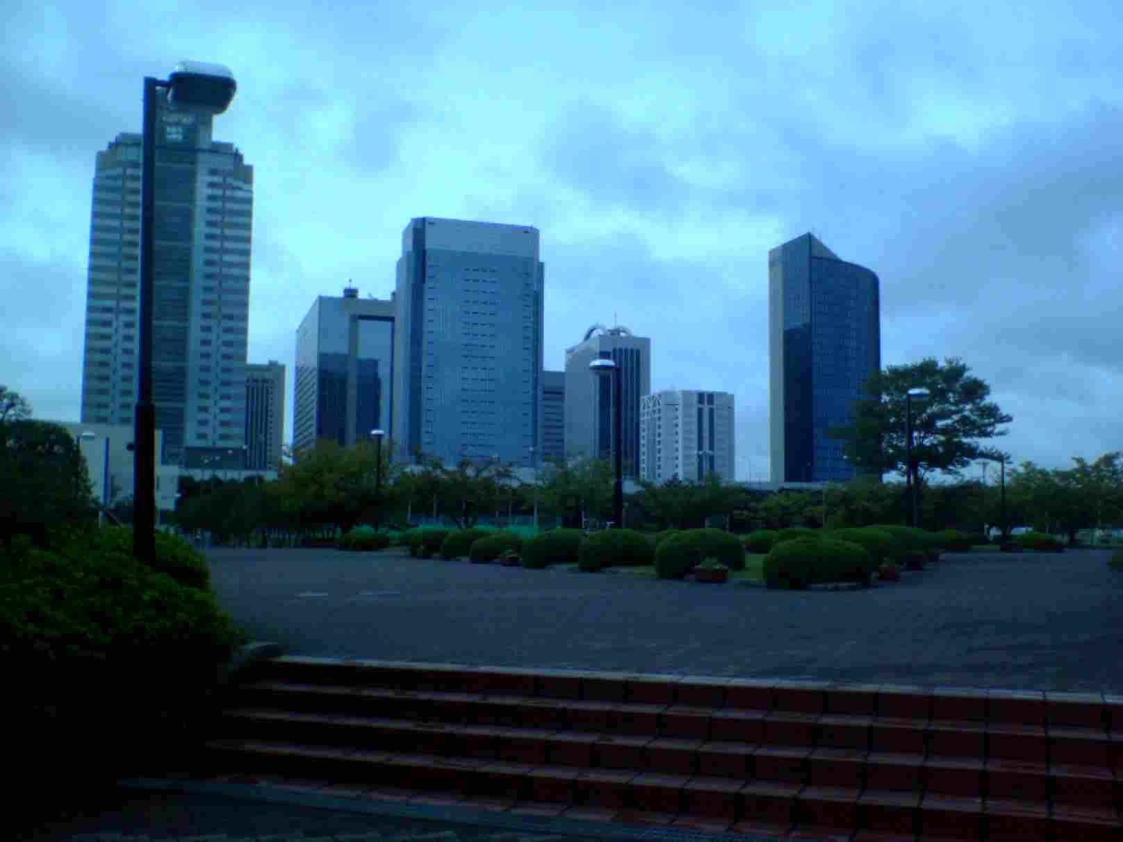 神田外語大学から見える海浜幕張のビル群