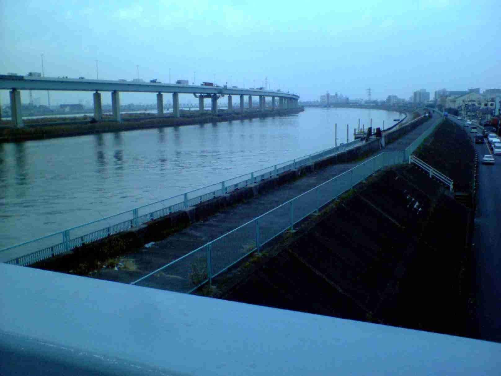 中川、端の上から